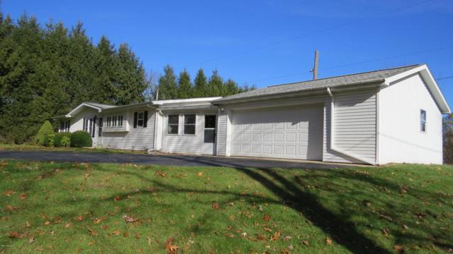 275 8th Street, Plainwell, MI 49080 (MLS #17055636) :: Matt Mulder Home Selling Team