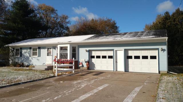 5131 Biddeford Drive NW, Comstock Park, MI 49321 (MLS #17055818) :: Matt Mulder Home Selling Team