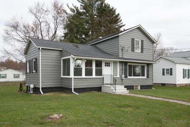 515 E Vine Street, Vicksburg, MI 49097 (MLS #17057164) :: Matt Mulder Home Selling Team