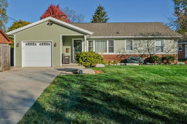 2025 Bloomfield Avenue, Kalamazoo, MI 49001 (MLS #17059076) :: Matt Mulder Home Selling Team