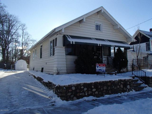 42 Grand Avenue, Battle Creek, MI 49037 (MLS #17059085) :: Matt Mulder Home Selling Team