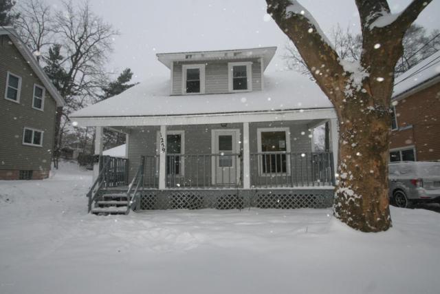 1259 Morgan NW, Grand Rapids, MI 49504 (MLS #17059119) :: Matt Mulder Home Selling Team