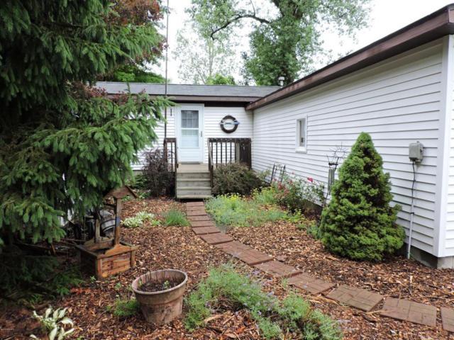 3941 Colon Street, Colon, MI 49040 (MLS #18010993) :: Deb Stevenson Group - Greenridge Realty