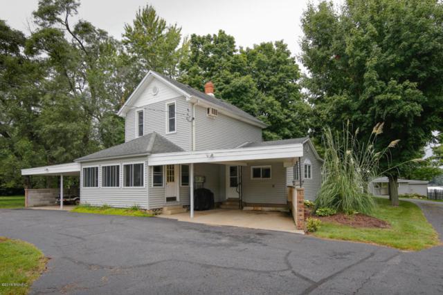 833 Kalamazoo Street, Paw Paw, MI 49079 (MLS #18012891) :: Deb Stevenson Group - Greenridge Realty