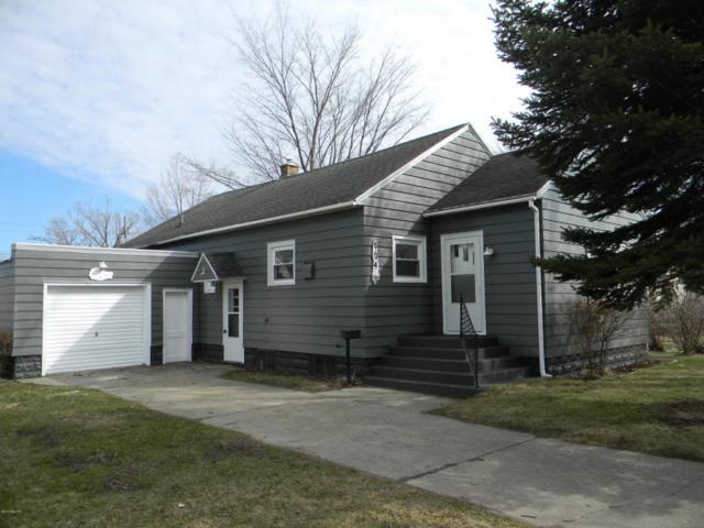 604 N Gaylord Avenue, Ludington, MI 49431 (MLS #18016048) :: Deb Stevenson Group - Greenridge Realty
