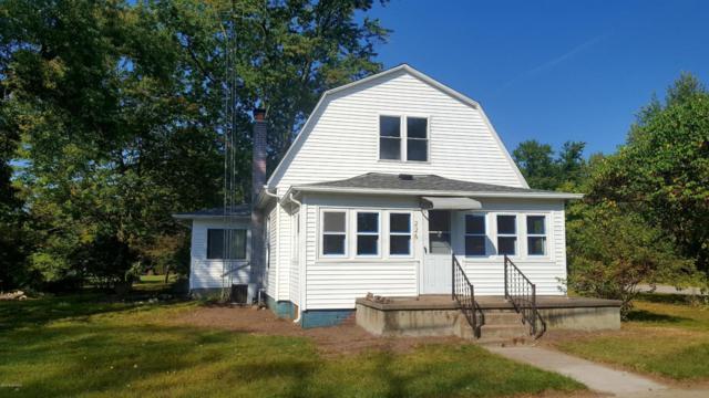 226 N Edwin Street, Hartford, MI 49057 (MLS #18016431) :: Deb Stevenson Group - Greenridge Realty