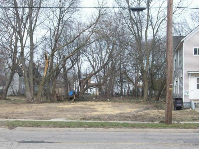 385 Pipestone Street, Benton Harbor, MI 49022 (MLS #18017294) :: Deb Stevenson Group - Greenridge Realty