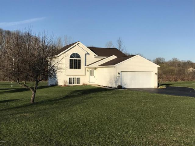 1073 Sun Valley Lane, Allegan, MI 49010 (MLS #18017538) :: Deb Stevenson Group - Greenridge Realty