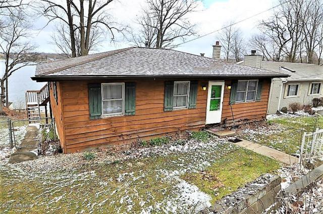 213 Lakeshore Drive, Cassopolis, MI 49031 (MLS #18017587) :: Deb Stevenson Group - Greenridge Realty