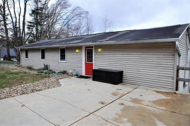 225 Lakeshore Drive, Cassopolis, MI 49031 (MLS #18017588) :: Deb Stevenson Group - Greenridge Realty