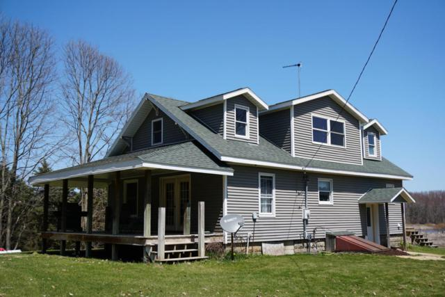3396 S Van Wagoner Avenue, Fremont, MI 49412 (MLS #18017729) :: 42 North Realty Group