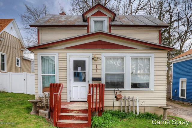 106 E Oak Street, Greenville, MI 48838 (MLS #18018578) :: Deb Stevenson Group - Greenridge Realty