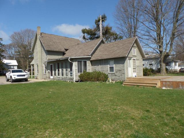 417 S Center Street, Hartford, MI 49057 (MLS #18019190) :: Deb Stevenson Group - Greenridge Realty