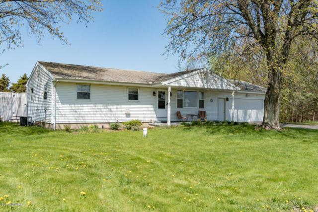 7524 Lincoln Avenue, Baroda, MI 49101 (MLS #18019249) :: Deb Stevenson Group - Greenridge Realty