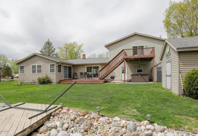 2095 Forrest Drive, Allegan, MI 49010 (MLS #18019254) :: Deb Stevenson Group - Greenridge Realty