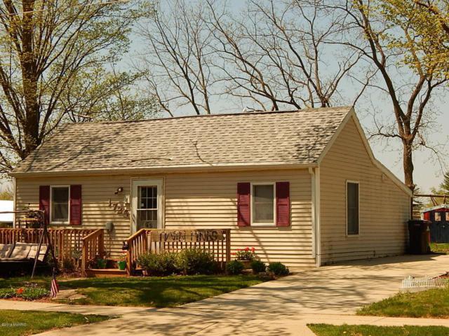 1725 Jordan Lake Avenue, Lake Odessa, MI 48849 (MLS #18019987) :: Deb Stevenson Group - Greenridge Realty