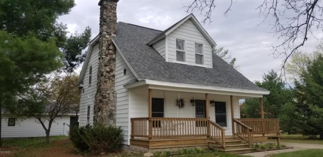 839 E Wilcox Avenue, White Cloud, MI 49349 (MLS #18020146) :: Deb Stevenson Group - Greenridge Realty