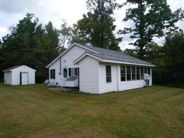 7657 Darlington Lake Road, Hesperia, MI 49421 (MLS #18020529) :: Deb Stevenson Group - Greenridge Realty