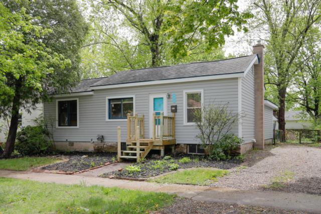 611 W Hanover Street, Marshall, MI 49068 (MLS #18020957) :: Deb Stevenson Group - Greenridge Realty