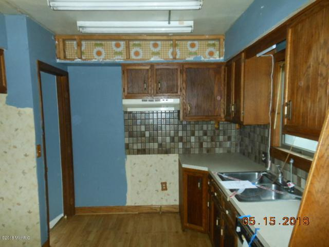 1827 Blandford Avenue SW, Wyoming, MI 49519 (MLS #18021815) :: Deb Stevenson Group - Greenridge Realty