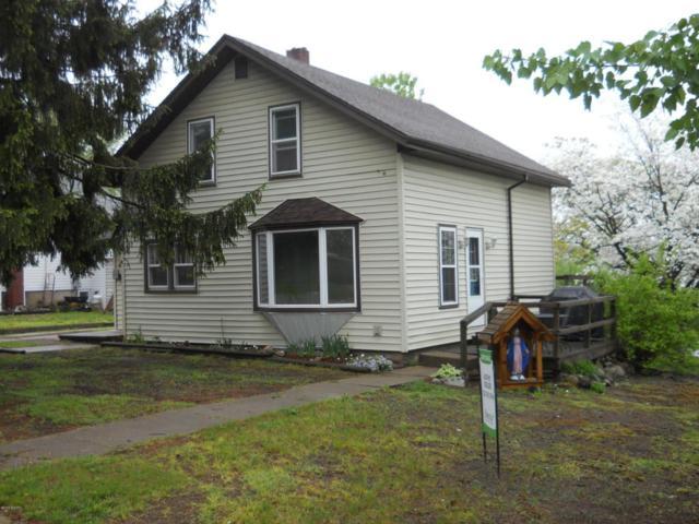 340 E Congress Street, Belding, MI 48809 (MLS #18021972) :: Deb Stevenson Group - Greenridge Realty