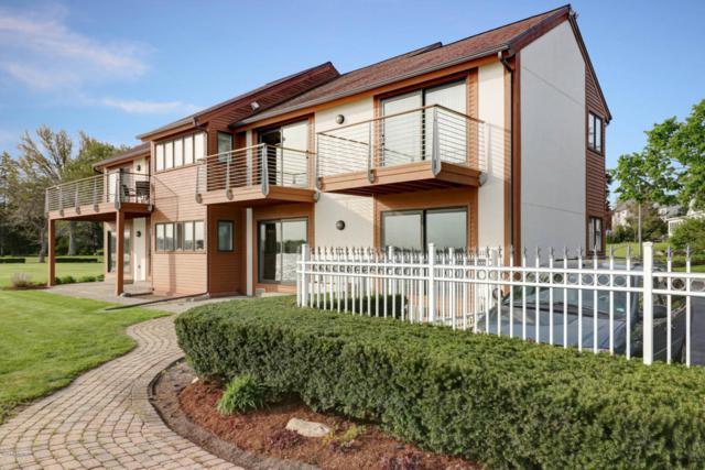 1135 South Shore Drive, Holland, MI 49423 (MLS #18022012) :: Deb Stevenson Group - Greenridge Realty