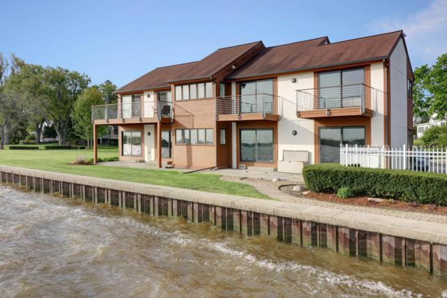 1137 South Shore Drive, Holland, MI 49423 (MLS #18022013) :: Deb Stevenson Group - Greenridge Realty