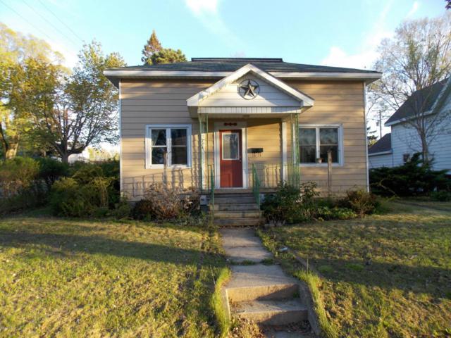 724 E Foster Street, Ludington, MI 49431 (MLS #18022306) :: Carlson Realtors & Development