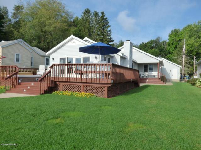 50443 W Lakeshore Drive, Dowagiac, MI 49047 (MLS #18022801) :: Deb Stevenson Group - Greenridge Realty