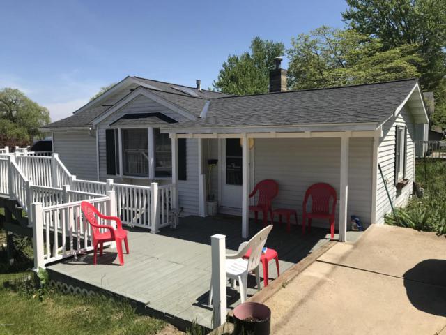 3329 Dumont Lake Drive, Allegan, MI 49010 (MLS #18023087) :: Deb Stevenson Group - Greenridge Realty