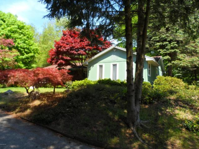 1215 Hendrick Road, Norton Shores, MI 49441 (MLS #18023382) :: Carlson Realtors & Development