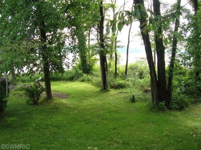 7922 Lakewood Drive S, Coloma, MI 49038 (MLS #18023548) :: Carlson Realtors & Development