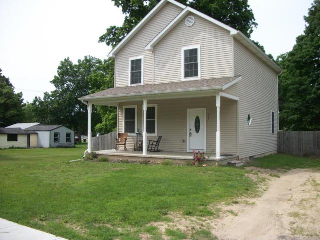 517 E 3rd Street, Lawton, MI 49065 (MLS #18027390) :: 42 North Realty Group