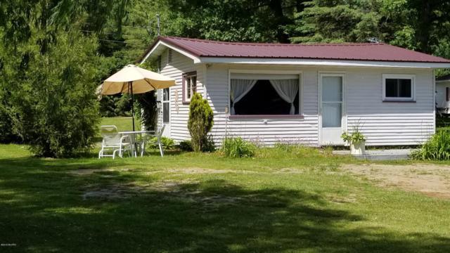 5760 Keeney Drive, Six Lakes, MI 48886 (MLS #18027700) :: 42 North Realty Group