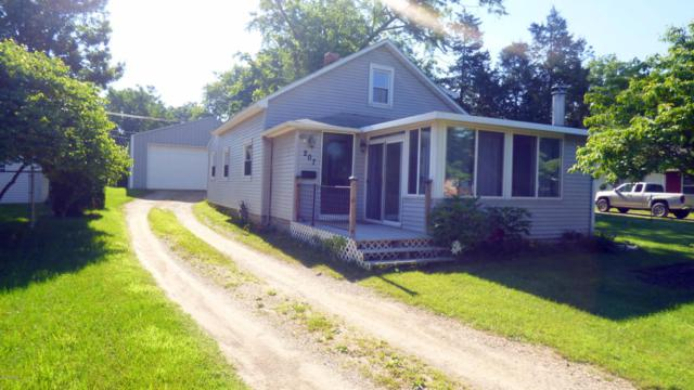 207 Clinton Street, Dowagiac, MI 49047 (MLS #18030457) :: 42 North Realty Group