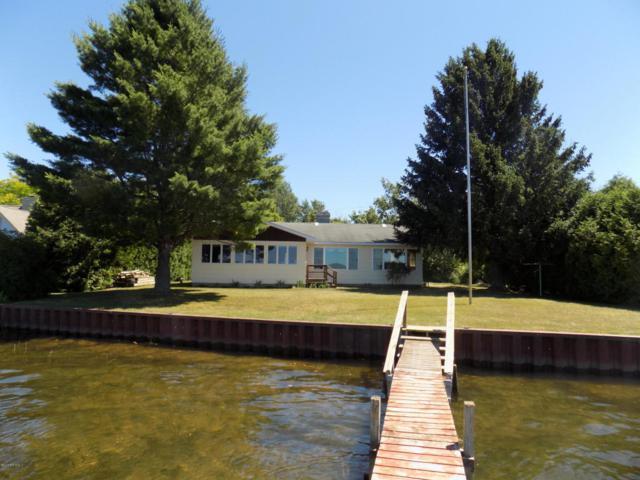 5224 Crescent Beach Road, Onekama, MI 49675 (MLS #18031871) :: Deb Stevenson Group - Greenridge Realty