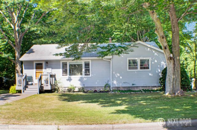 1029 N Robert Street, Ludington, MI 49431 (MLS #18032282) :: Deb Stevenson Group - Greenridge Realty