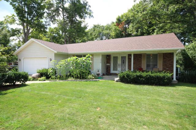 320 S Michigan Avenue, Vicksburg, MI 49097 (MLS #18039050) :: Matt Mulder Home Selling Team
