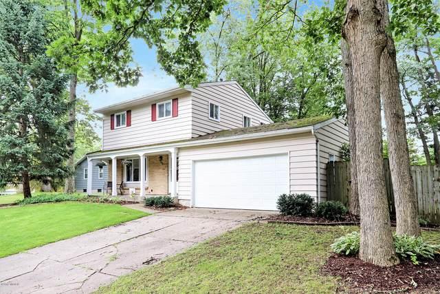 290 Lantern Dr NW, Comstock Park, MI 49321 (MLS #18039321) :: Matt Mulder Home Selling Team