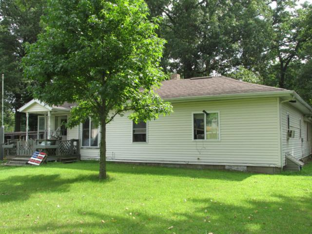 527 10th Street, Plainwell, MI 49080 (MLS #18039524) :: Matt Mulder Home Selling Team