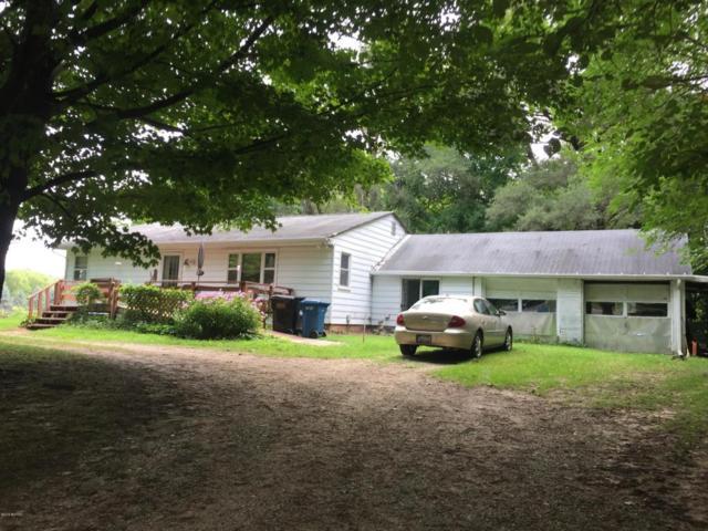 985 10th Street, Plainwell, MI 49080 (MLS #18040055) :: Matt Mulder Home Selling Team