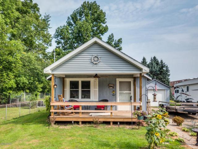 201 E Battle Creek Street, Galesburg, MI 49053 (MLS #18040497) :: Matt Mulder Home Selling Team