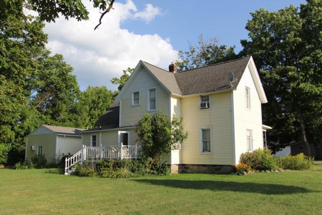 1408 Jordan Lake Avenue, Lake Odessa, MI 48849 (MLS #18042041) :: Deb Stevenson Group - Greenridge Realty