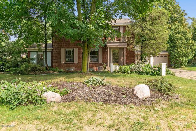 2555 Lake Drive SE, East Grand Rapids, MI 49506 (MLS #18044463) :: Carlson Realtors & Development