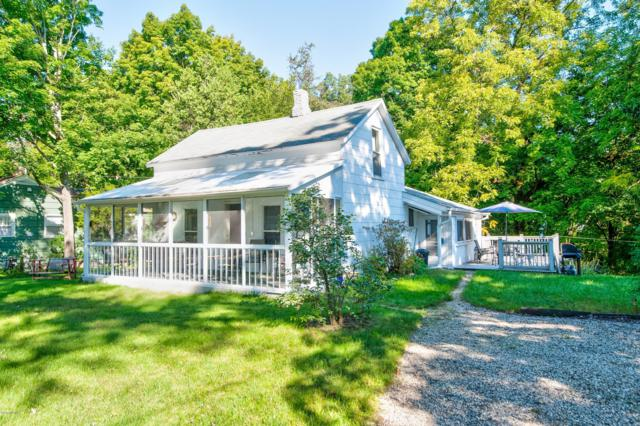 927 Superior Street, South Haven, MI 49090 (MLS #18046189) :: JH Realty Partners