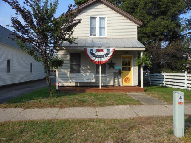 423 Fulton Street, Grand Haven, MI 49417 (MLS #18047084) :: JH Realty Partners