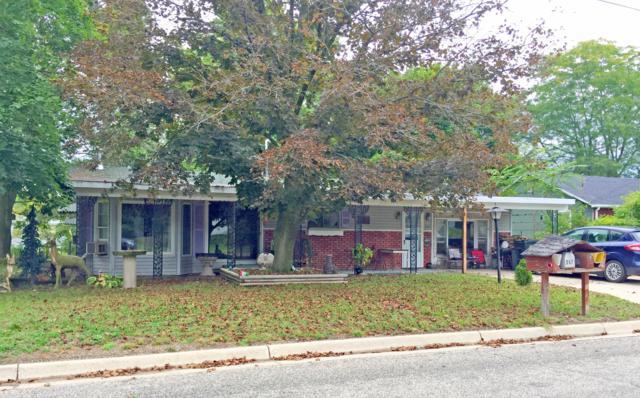 357 W Barton Street, Newaygo, MI 49337 (MLS #18047437) :: Deb Stevenson Group - Greenridge Realty