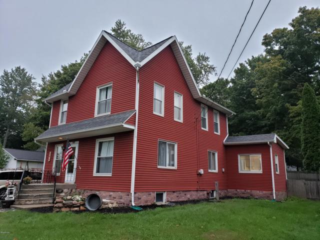209 Oak Street, Hudson, MI 49247 (MLS #18047443) :: Deb Stevenson Group - Greenridge Realty