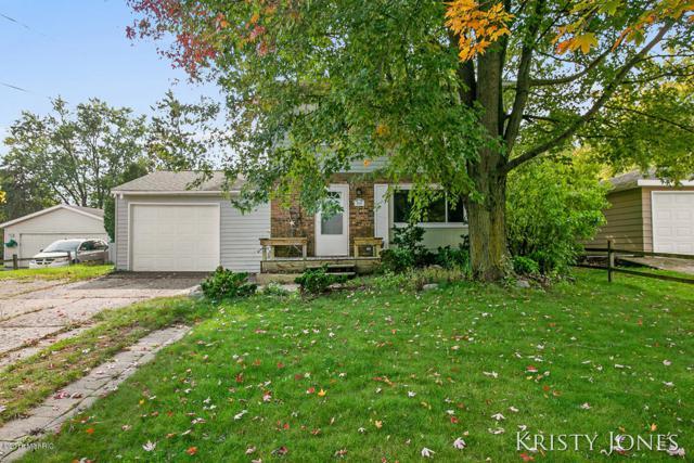 929 Greenwood Street, Middleville, MI 49333 (MLS #18050118) :: Deb Stevenson Group - Greenridge Realty