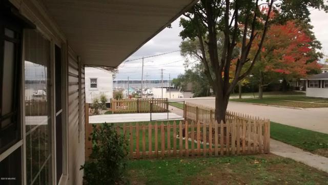 2121 Mann Street, Muskegon, MI 49441 (MLS #18050554) :: Deb Stevenson Group - Greenridge Realty
